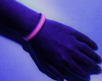 UV (neon / black light) wrist band with magnet clasp