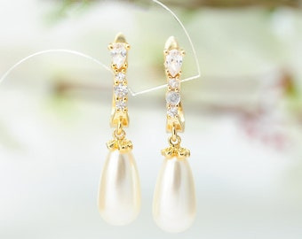 Bridal Delicate pearl earrings Pearl gold earrings Perl Dangle Earrings Bridal Jewelry Pearl Drop Earrings