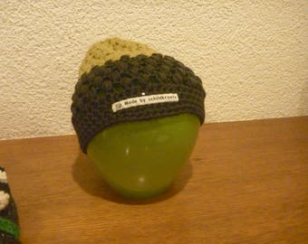Crochet cap with tufts pattern for adults