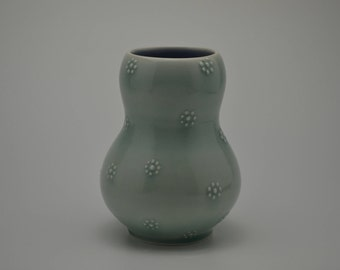 Green flower dot vase