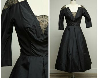 Vintage 1950s Dress • Hold No Secrets • Black Taffeta and Lace 50s New Look Party Formal Dress Size Small