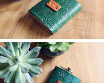 Custom Leather Flask, Handmade personalized gift for your boyfriend Groomsman, husband, best man. Green tropic, palm leaves, Initials, text