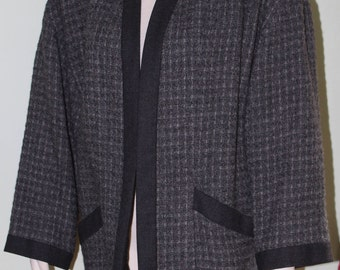 sz 6 US, 36 EUR, Chanel Boutique tweed boucle  jacket, vintage 1990's