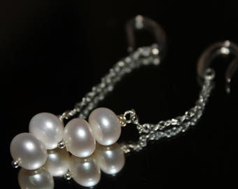 Elegant earrings with chain and pearls