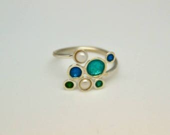 Ring circlets in 925 sterling silver, enamel beads and blue tones