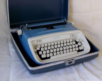 Vintage Royal Aristrocrat Manual Typewriter With Case