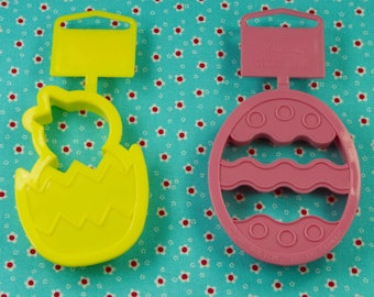 1997 Wilton 2 Pc. Pink Egg And Yellow Chick Easter Plastic Cookie Cutter Set Taiwan