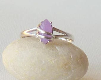 Vintage Sterling Silver Lilac Stone Ring, Simple Ring, Light Purple Stone Ring, Size 9.5 Navette Girls Ring, Girls Jewelry Lovely Ring 925