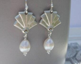 Bridal Statement Earrings, Bridal Pearl Earrings, Pearl Earrings, Wedding Pearl Earrings, Chandelier Earrings