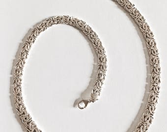 Sterling Silver 20 Inch Flat Byzantine Graduated Chain Necklace with Lobster Claw Clasp