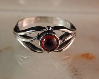 Sterling Silver Ring with a 5mm Garnet cabochon - Ring Size 5.75 #8413-0923