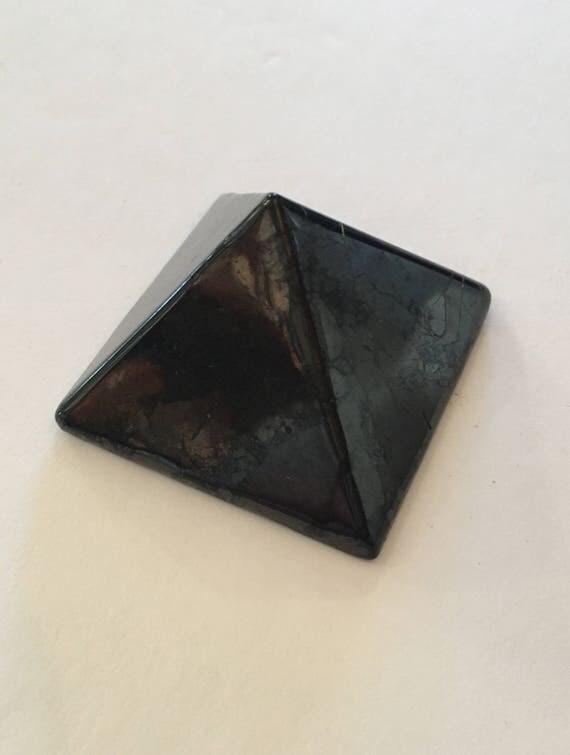 SHUNGITE Pyramid/ Crystal PYRAMID// Pyramid/ Stone Carved Pyramid// Black Pyramid/ Healing Crystals// Healing Tools/ Home Decor// Shungite