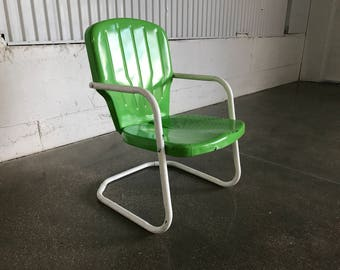 Vintage Metal Clamshell Outdoor Spring Rocker Chair / Bouncer Chair / Springer Chair for Retro Patio, Garden or Porch