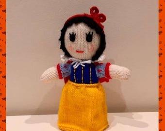 Knitting Pattern - Snow white