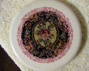 Vintage Embroidered Like Sticker White Compact