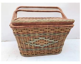 Vintage Picnic Basket -- Picnic Basket -- Large Picnic Basket -- Decorative Picnic Basket -- Vintage Home Storage -- Wicker and Wood Basket