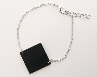 Bracelet cuir noir carré et chaîne argentée