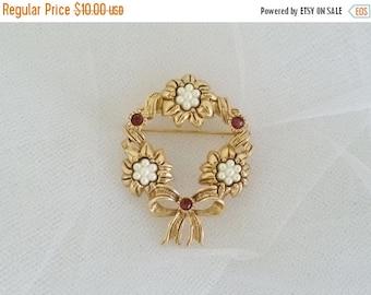 ON SALE Vintage Avon Festive Wreath Brooch Pin//Faux Pearls Red Rhinestones