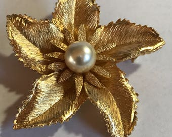 Beautiful Vintage Flower Brooch with Center Pearl
