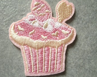 (THC1) A great badge/patch/applique fusible embroidered cupcake