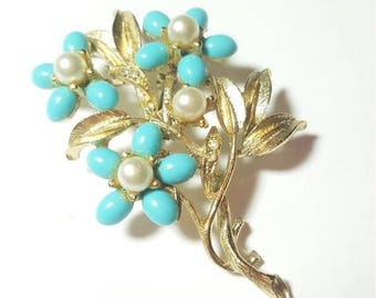 ON SALE  : Vintage Pearl and Rhinestone Flower Bouquet Baby Blue