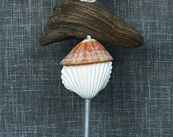 """Totem of the sea""""decorative shells and Driftwood"""