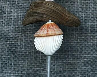 """Totem de mer"""" décoratif en coquillages et bois flotté"""