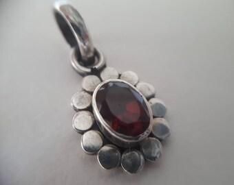 Classic Design Vintage Sterling Silver Garnet Pendant, c.1980s