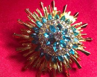 Betsey Johnson Beautiful Crystal Rhinestone Gold & Light Blue Flower Brooch w/Gold Box