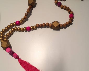 Necklace wooden beads and pink