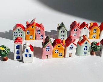Set of 5 little ceramic houses  / 5 штук набор маленьких керамических домиков.