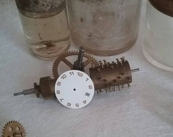 White figures watch dial gold cad57