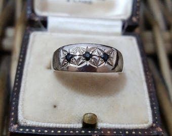 Vintage 1985 sterling silver ring with 3 sapphire, uk hallmarks, size n