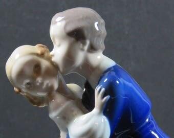 B&G Bing Grondahl Porcelain Figurine First Kiss Boy and Girl Couple #2162 Denmark Mint Condition 1950's