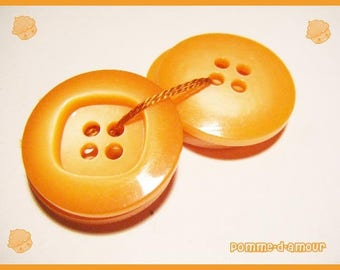 4 buttons plastic vintage orange - sewing or scrapbooking