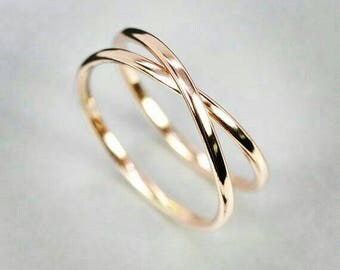 Crisscross yellow gold ring