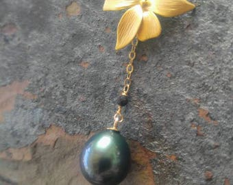 Sapphire Tahitian Pearl Gold Orchid Necklace