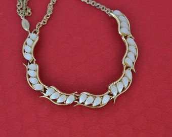 Vintage White Lucite Choker, Gold Tone, Gold Choker, White Necklace, Vintage Necklace, Vintage Choker, Gold Necklace, 1950s, GS1012