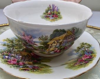 Beautiful English Country Garden Vintage Royal Vale Sugar Bowl