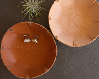 3rd Anniversary Gift / Custom Leather Tray / 3-Year Anniversary Gift for Him /Catchall valet tray with initials & wedding date /Gift for Her