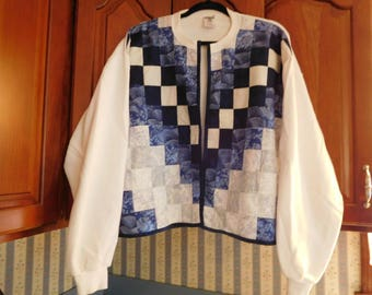 Vintage Quilted Sweatshirt Jacket in White with Blue Squares Design Size Large