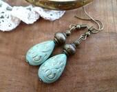 Boucles d'oreilles ethniques menthe, or et bronze, perle gravées, cadeau femme, boucles mariage bohème, SAINT VALENTIN