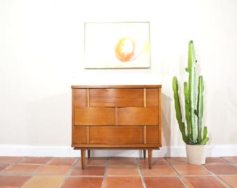 Mid Century Modern Small Dresser / Chest / Nightstand