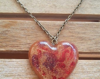 Resin heart pendant necklace red/burgundy gold and glitter