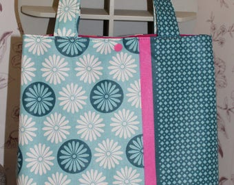 Tote lunch bag for small errands or carry your lunch, knitting...