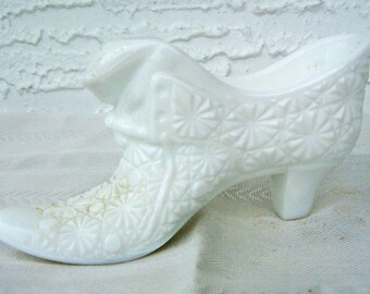 Cat Head Daisy & Button Milk Glass Shoe