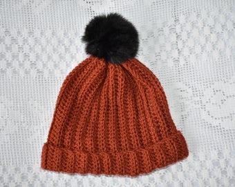 Rust pompom hat