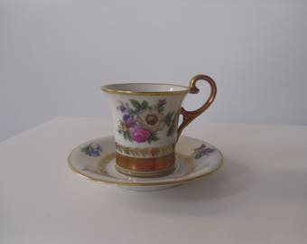 Coffee cups collection with flowers