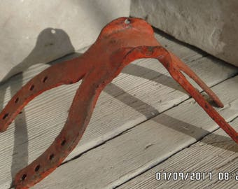 Vintage Iron Boot Scraper Horse Shoe Mold Iron Mongers Horse Shoe Rest Red Iron Scraper