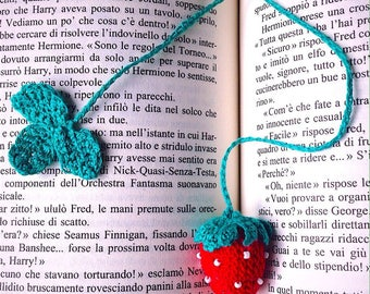 Bookmark with crochet Strawberry